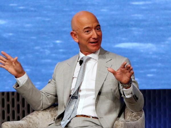 Основателят и главен изпълнителен директор на Amazon Джеф Безос е