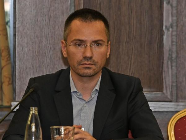 На 7 декември евродепутатът Ангел Джамбазки е бил заловен да