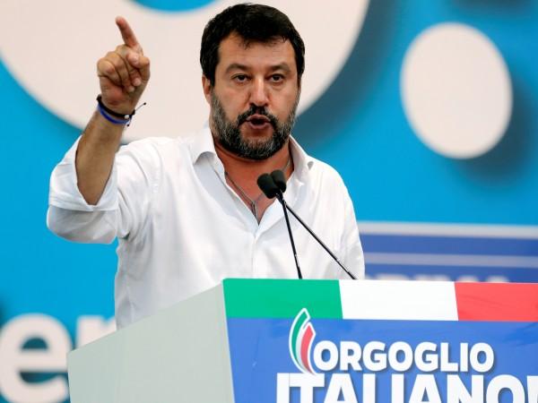 Матео Салвини, лидер на дясната партия Лига, е обект на