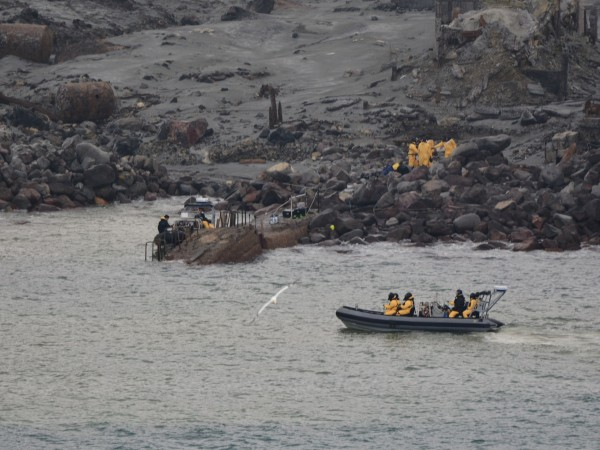 Снимка: Извадиха шест тела на загинали край о. Уайт