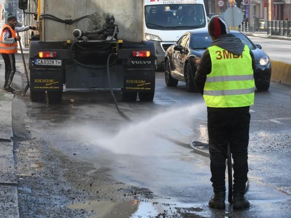 Снимка: София отново чиста, започва миене на булеварди
