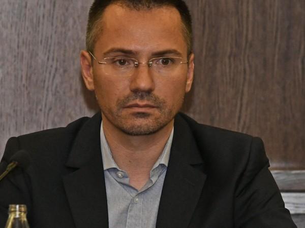 Според съпартиеца на евродепутата Ангел Джамбазки Юлиян Ангелов, едва ли