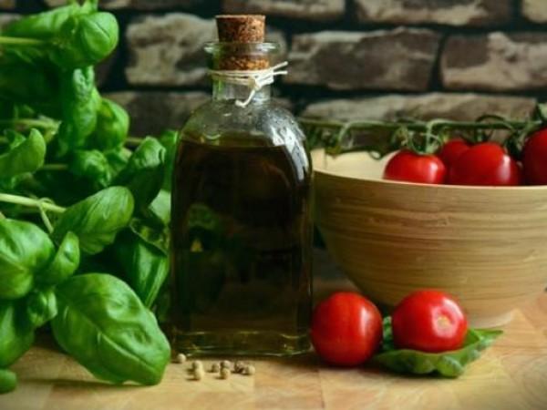 Приготвяйки любимите си ястия, всекидневно използваме ароматни билки. Лимонова трева,