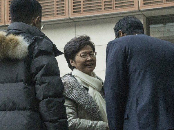 Хонконгската лидерка Кари Лам отпътува за Пекин, като това ще