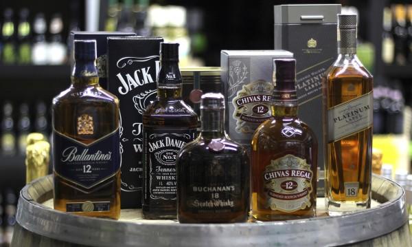 Най-голямата бутилка уиски продадена за 15 000 паунда