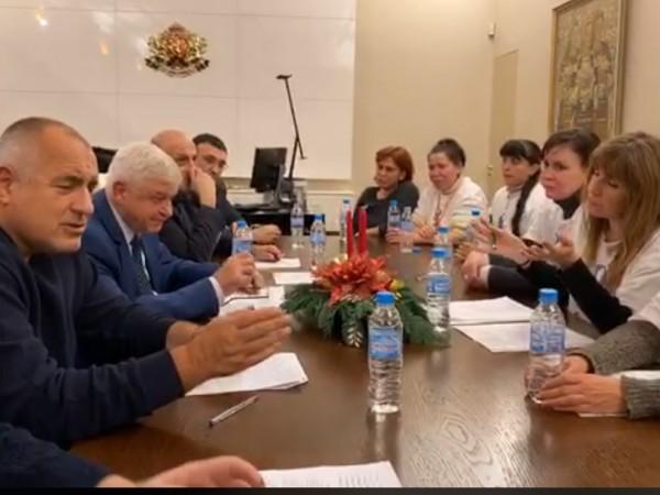 Протестиращите медицинските сестри са на среща с премиера Бойко Борисов,