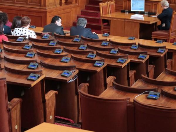 Без изненади, парламентът е институцията с най-ниски нива на доверие