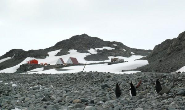 Резултат с изображение за прекосява Антарктида за 67 дни.