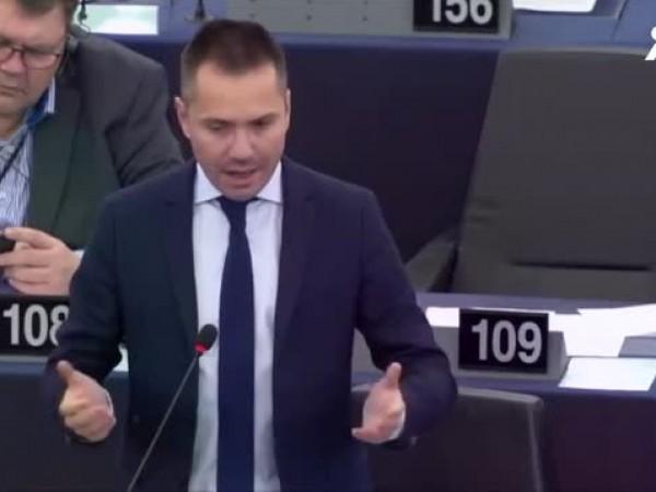 Евродепутатът Ангел Джамбазки се извини за коментарите си, които бяха