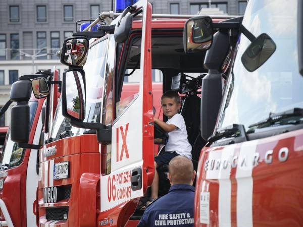 Повече от хиляда пожарникари ще бъдат дежурни по време на