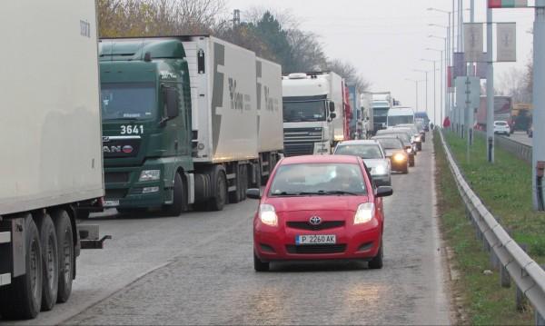 Спират камионите по магистралите от 16 до 20 часа