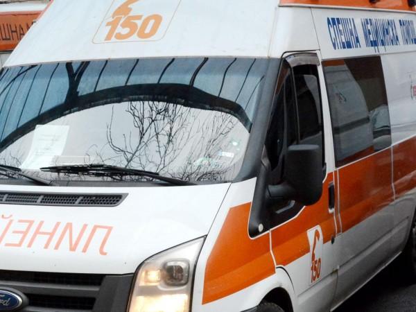 Млад мъж е починал в болница, а петима са настанени