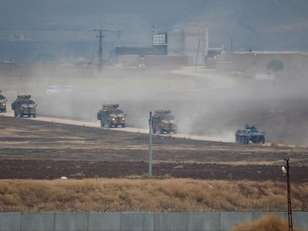 Най-малко 25 хиляди цивилни са избягали в посока към Турция