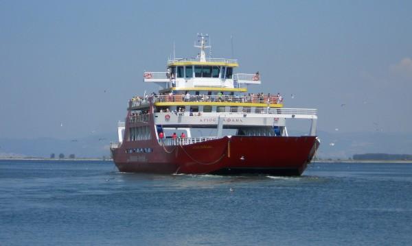 Силни морски бури създават проблеми с фериботите в Гърция