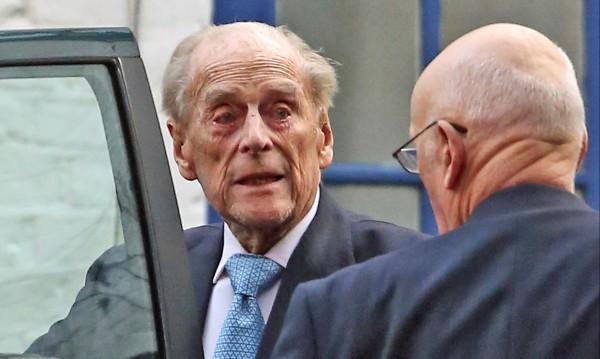 Съпругът на британската кралица беше изписан от болница