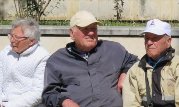 Родните пенсионери три пъти по-бедни от германските, само румънските по-зле