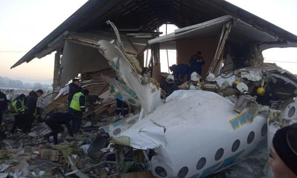 Жертвите на самолетната катастрофа вече 14, няма българи