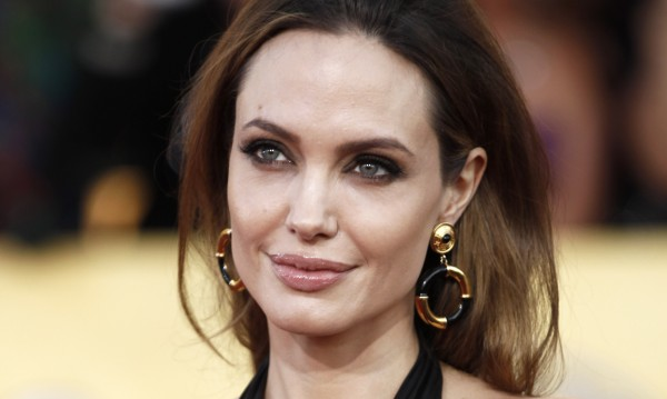 Анджелина Джоли стана пилот, взе лиценз