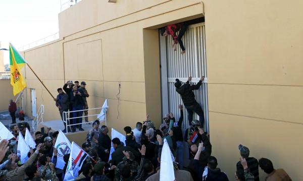 Нахлуха в комплекса на посолството на САЩ в Багдад