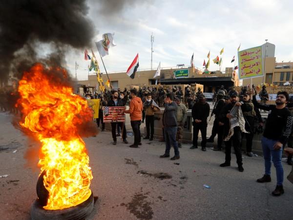 Напрежението в Ирак не спира. Протестиращи се събраха пред американското