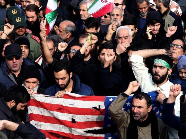 Десетки хиляди иранци се събраха на протест срещу американските удари