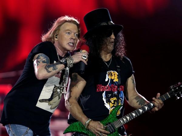Фен на рокаджиите Guns N' Roses, който беше обвинен в