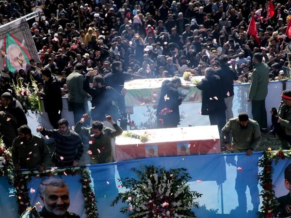 """С викове """"Смърт на Америка"""" жителите на иранския град Керман"""