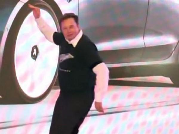 Милиардерът и шеф на Tesla Илон Мъск е прочут с
