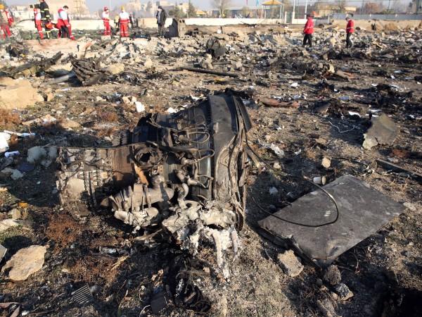 Украйна разглежда няколко възможни причини за самолетната катастрофа вчера в