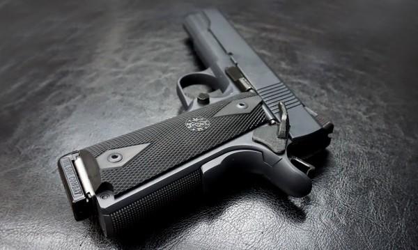 Издирван пистолет в Германия открит в ръкава на мъж от Лом