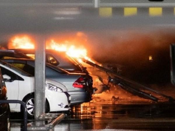 Най-малко 300 автомобила са напълно изгорели при пожар в подземен