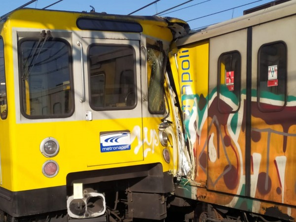 Два влака се сблъскаха тази сутрин в италианския град Неапол.