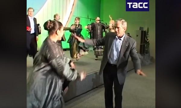 От архива, годината е 2008 – Путин и Буш-младши се раздават на дансинга!