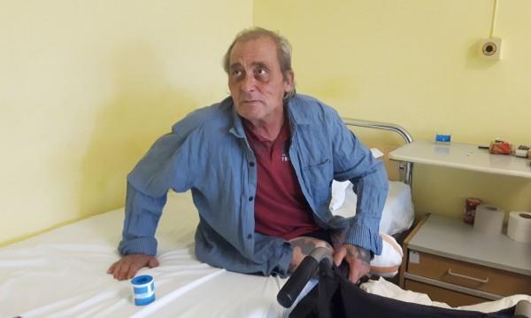 Бездомникът Валентин живее вече месец в болницата в Бургас
