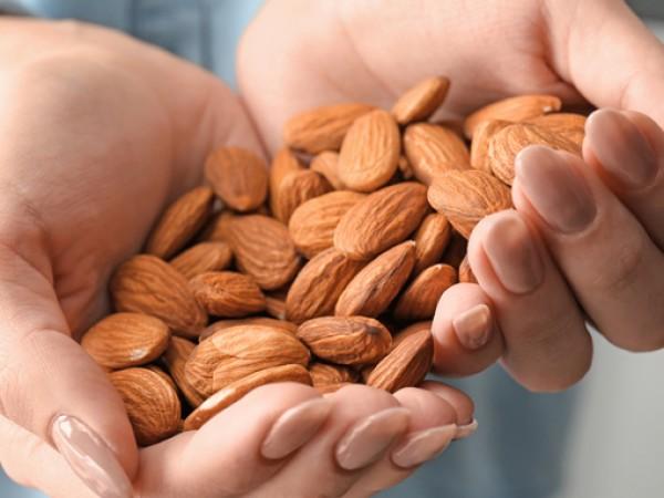 Едни от най-вкусните и полезните за здравето ядки са бадемите.