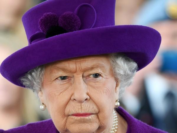 С решението си да се откажат от дворцовите си задължения
