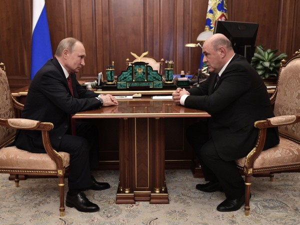 Правителството на Дмитрий Медведев подаде оставка броени минути след като