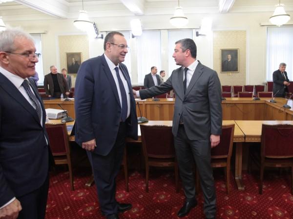 ДПС застава зад вота на недоверие срещу правителството за провал