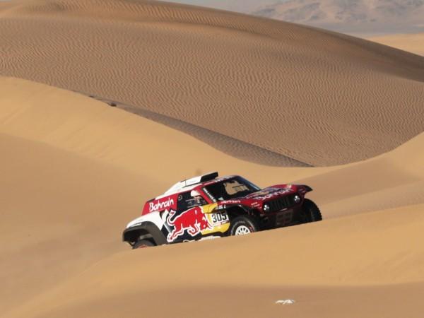 """За трети път испанецът Карлос Сайнц доминира в рали """"Дакар"""""""
