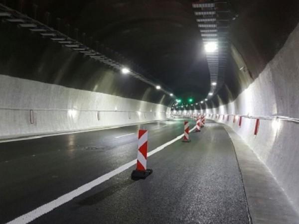 """Временно е спряно движението по автомагистрала """"Хемус"""" в района преди"""