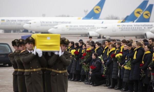 Върнаха в Украйна телата на 11 загинали от сваления самолет