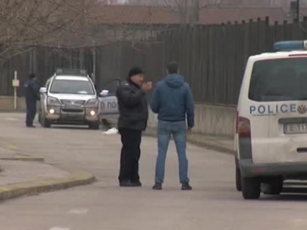 Продължава издирването на извършителите на обира на митницата в Благоевград.