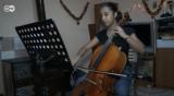 Виолончело, а не бебе: Музиката на Мариана носи надежда в ромската махала