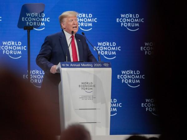 Американският президент Доналд Тръмп нарече защитниците на климата обречени, докато