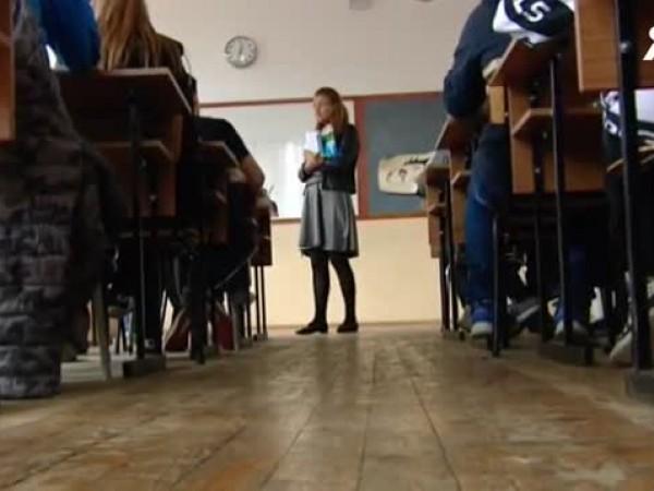 Аудиозапис на диктовката за външно оценяване на четвъртокласниците замества учителя.