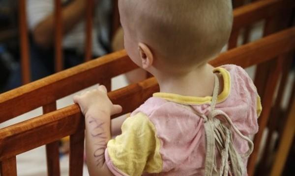 Отнетото бебе в Германия остава извън семейството си
