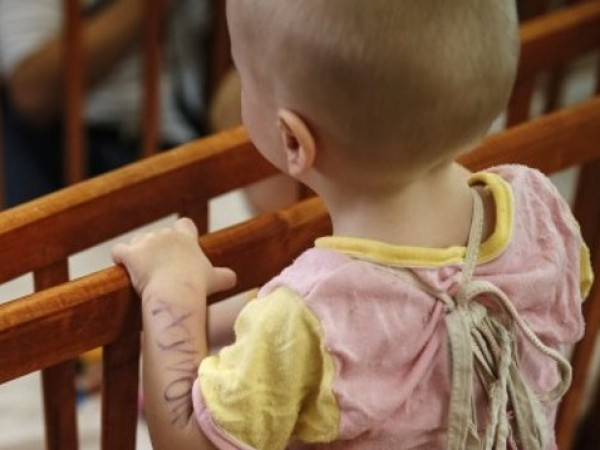 7-месечната Катерина, която беше отнета от социалните служби в Германия,