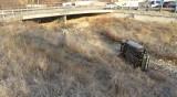 Жена пострада, след като колата й излетя от пътя