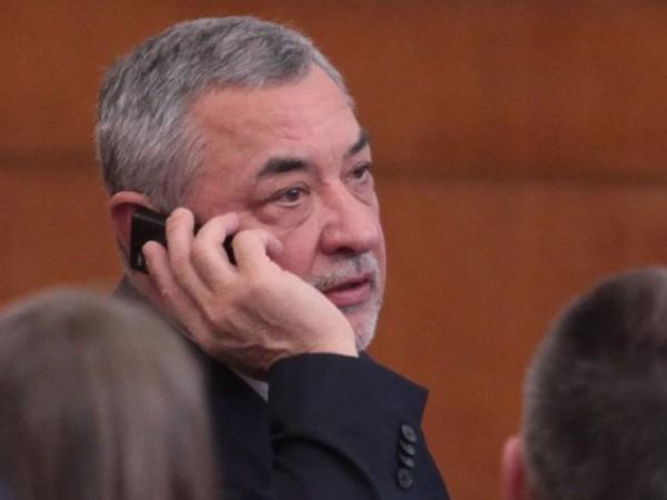 Лидерът на НФСБ и депутат Валери Симеонов няма да отстъпи