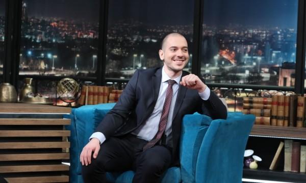 Комикът Николаос Цитиридис сяда в стола на Слави в bTV
